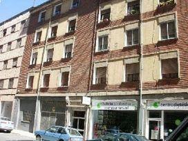 Piso en venta en Allende, Miranda de Ebro, Burgos, Calle Condado de Treviño, 46.360 €, 3 habitaciones, 1 baño, 110 m2