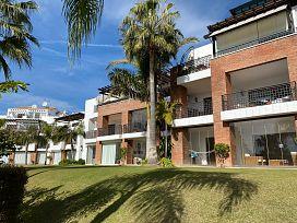Piso en venta en Estepona, Málaga, Urbanización Palms Gardens, 225.000 €, 2 habitaciones, 2 baños, 106 m2