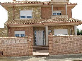 Casa en venta en Urbanización Camino de Santiago, Villadangos del Páramo, León, Urbanización Camino de Santiago, 108.000 €, 3 baños, 189 m2