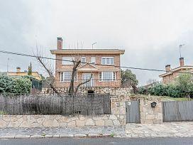 Casa en venta en Los Arroyos, El Escorial, Madrid, Calle Veintiocho, 479.000 €, 5 habitaciones, 4 baños, 428 m2