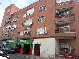 Piso en venta en Distrito Cerro-amate, Sevilla, Sevilla, Calle los Gavilanes, 62.700 €, 2 habitaciones, 65 m2