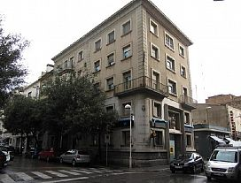 Piso en venta en Vilatenim, Figueres, Girona, Calle Sant Rafael, 76.000 €, 4 habitaciones, 1 baño, 113 m2
