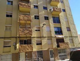 Piso en venta en Mercader, Reus, Tarragona, Calle Pi I Maragall, 77.680 €, 3 habitaciones, 1 baño, 81 m2