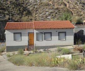 Casa en venta en El Ballestar, Barajas de Melo, Cuenca, Calle Plumerillo - Urb. Valderrios, 79.000 €, 2 habitaciones, 90 m2