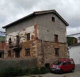 Casa en venta en Barruelo de Santullán, Palencia, Plaza del Pueblo, 76.590 €, 3 habitaciones, 1 baño, 233 m2