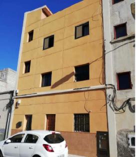 Piso en venta en Santa Cruz de Tenerife, Santa Cruz de Tenerife, Calle Mirlo, 76.600 €, 2 habitaciones, 1 baño, 101 m2