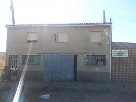 Casa en venta en Urbanización Campolar, Santas Martas, León, Carretera Nacional 601, 83.000 €, 2 habitaciones, 1 baño, 198 m2