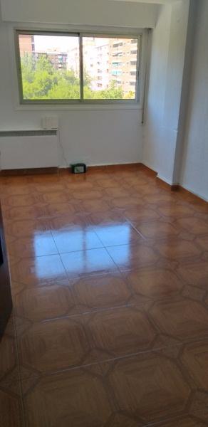 Piso en venta en Oliver, Zaragoza, Zaragoza, Calle Roger de Flor, 63.000 €, 3 habitaciones, 1 baño, 68 m2
