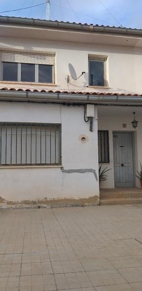 Piso en venta en Alloza, Teruel, Plaza Antonio Soteras, 51.000 €, 4 habitaciones, 2 baños, 126 m2