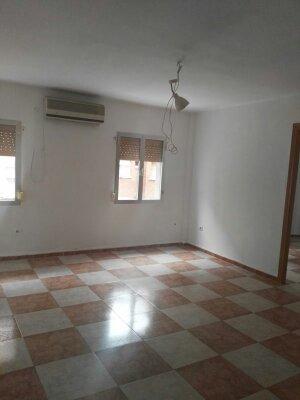 Piso en venta en Carabanchel, Madrid, Madrid, Calle de Antonia Rodriguez Sacristan, 74.000 €, 2 habitaciones, 1 baño, 59 m2