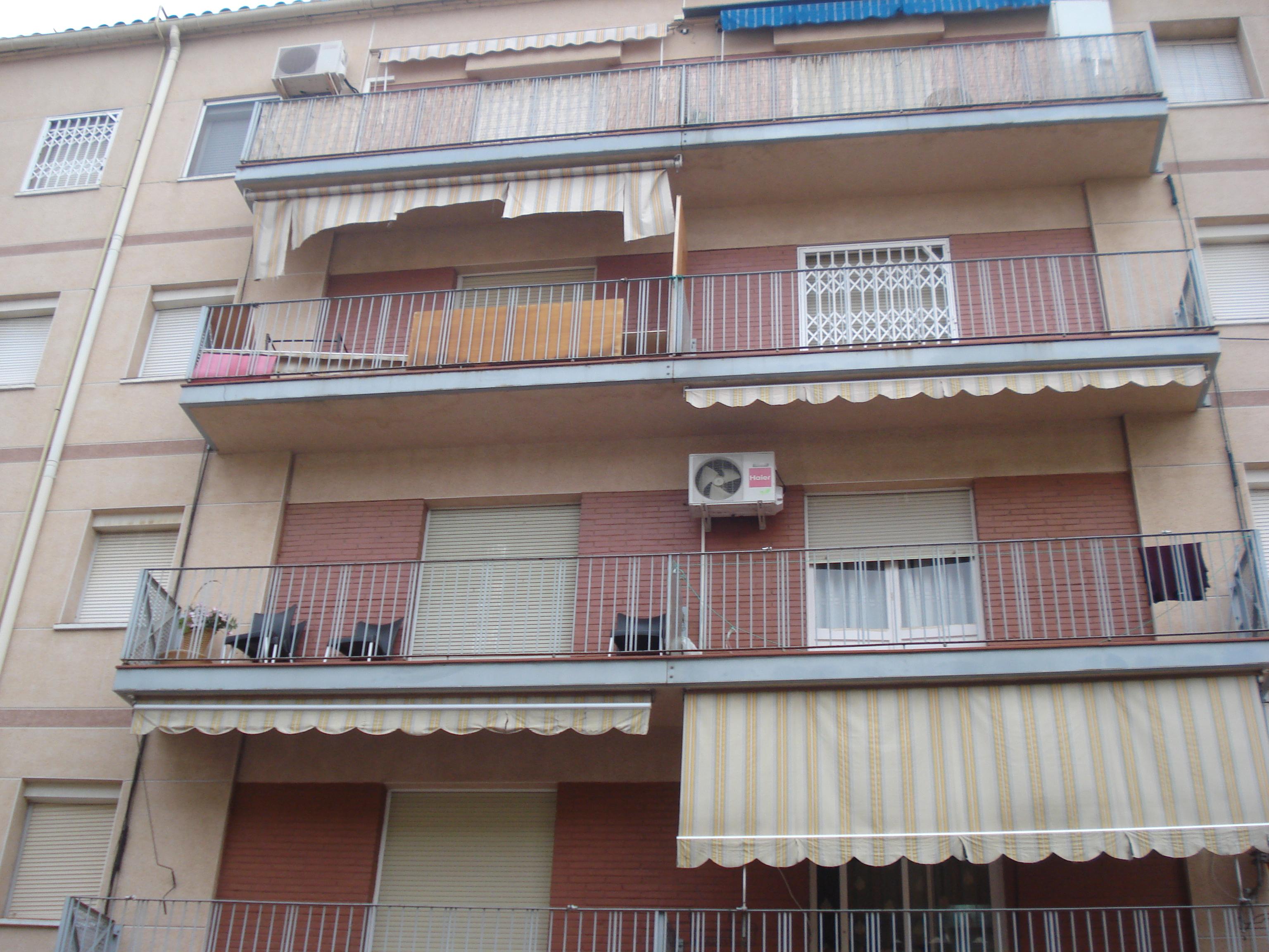 Piso en venta en Terrassa, Barcelona, Calle Germa Joaquim, 68.500 €, 3 habitaciones, 1 baño, 78 m2
