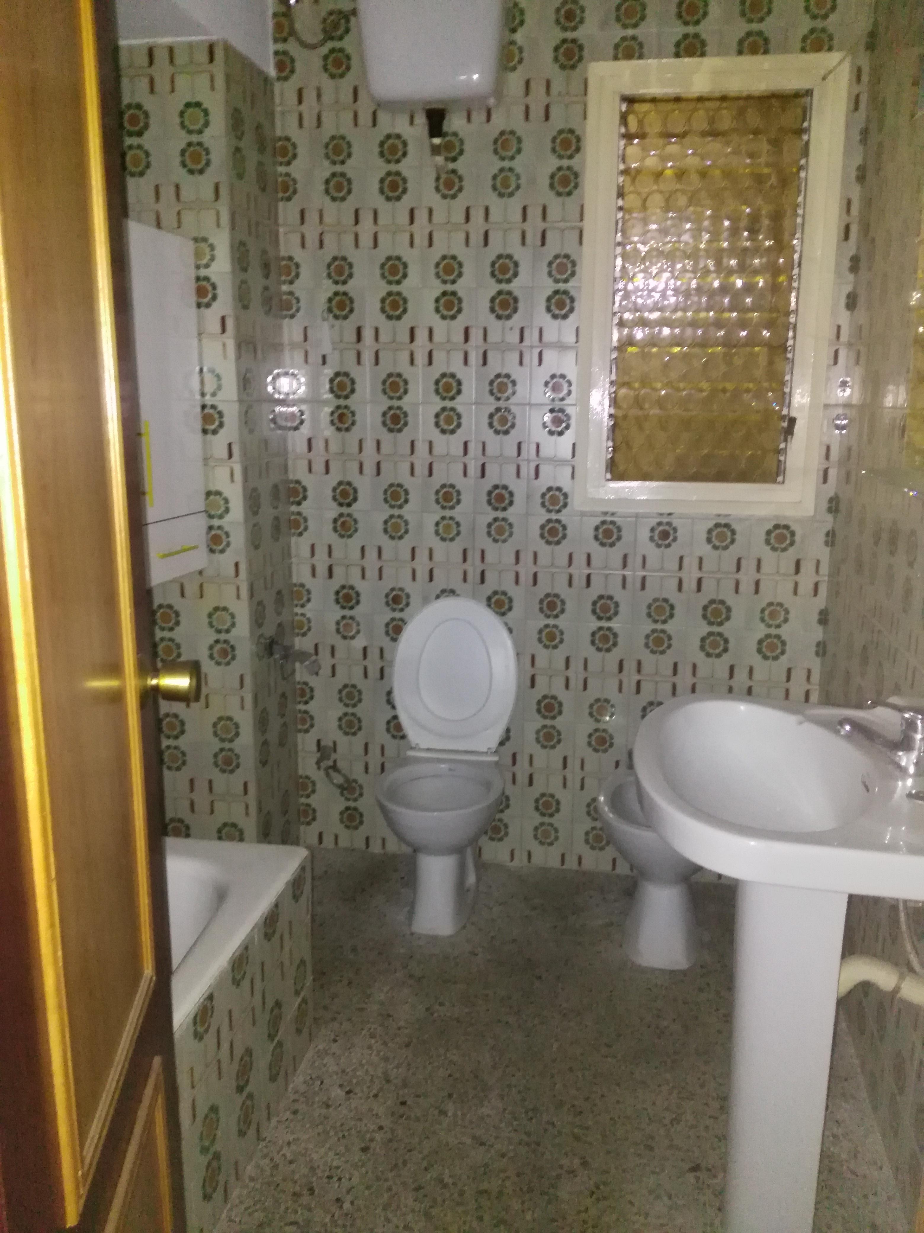 Piso en venta en Sant Andreu de la Barca, Barcelona, Calle Sant Llop, 149.000 €, 4 habitaciones, 2 baños, 92 m2