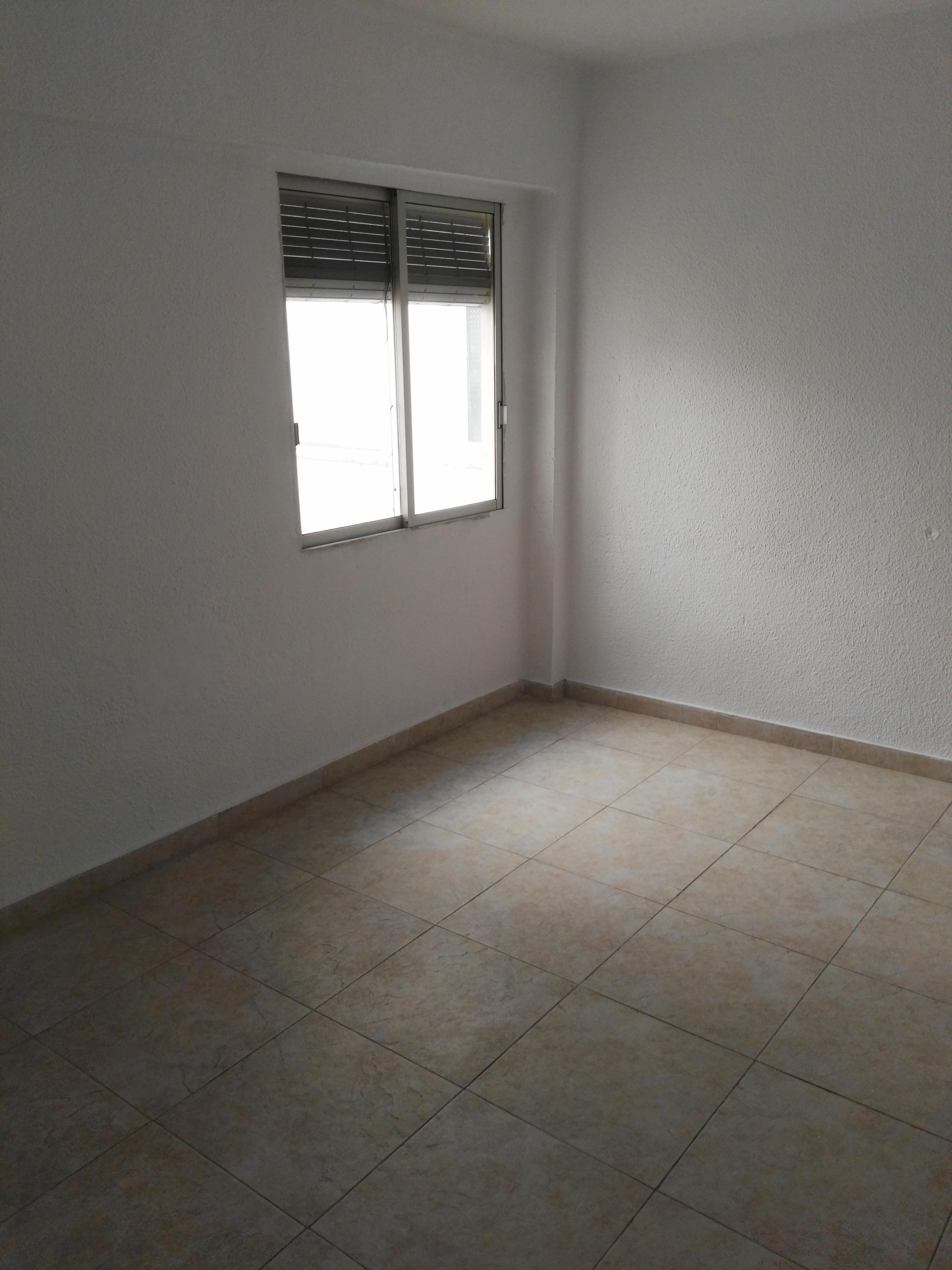 Piso en venta en Castellón de la Plana/castelló de la Plana, Castellón, Calle de Gravina, 51.000 €, 3 habitaciones, 1 baño, 119 m2