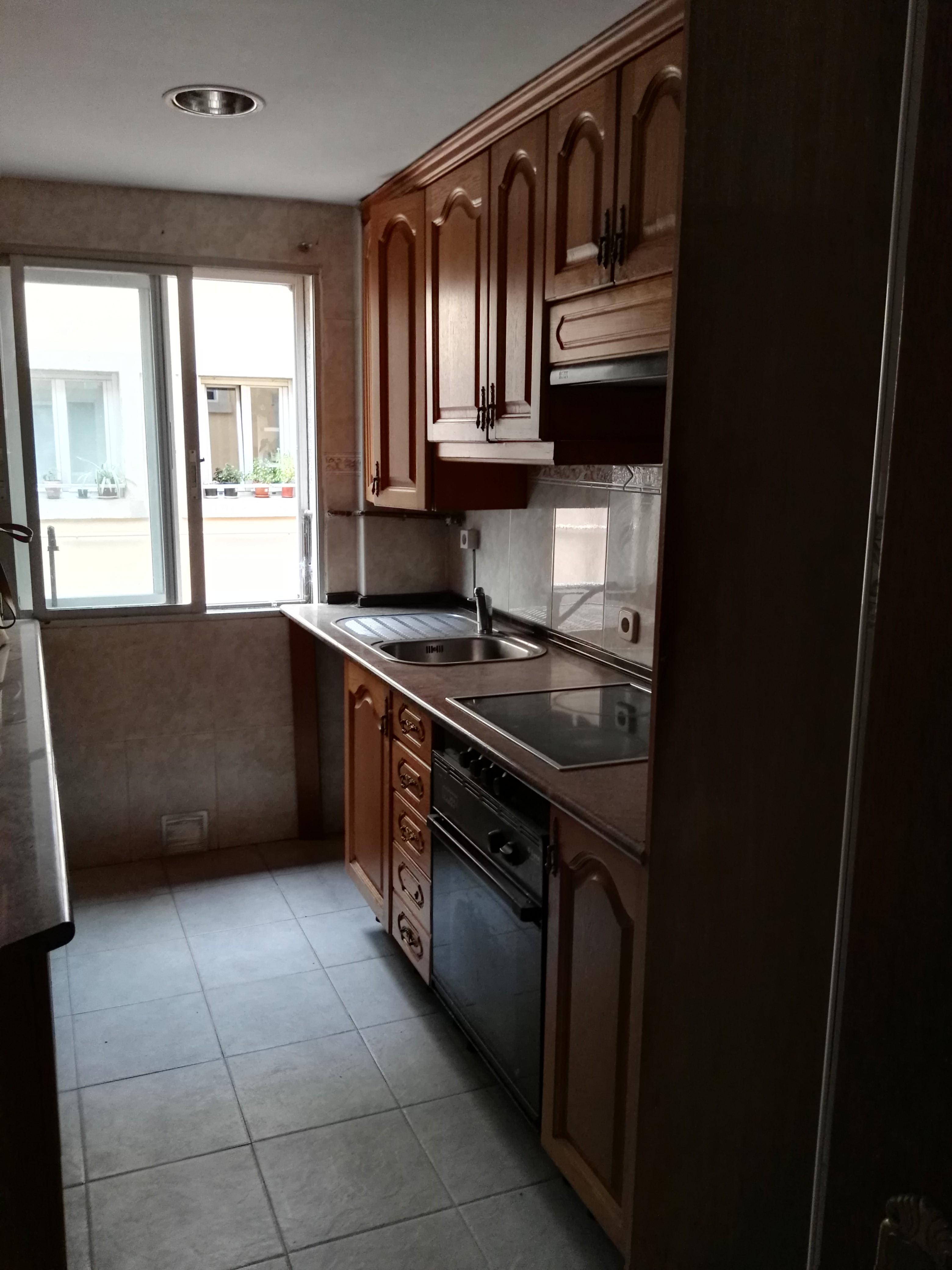 Piso en venta en San Lorenzo de El Escorial, Madrid, Calle Claudio Coello, 121.000 €, 3 habitaciones, 1 baño, 85 m2