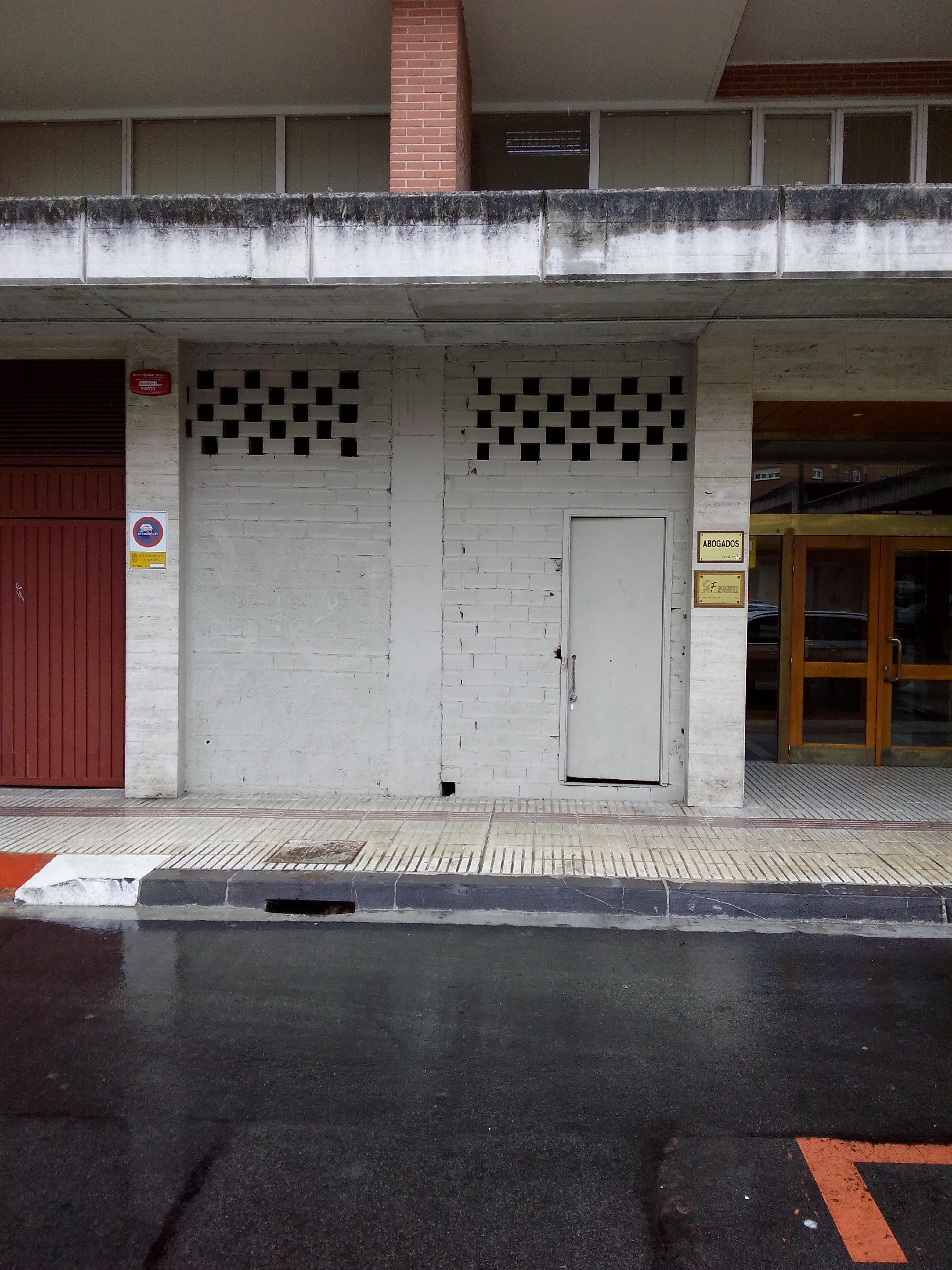 Local en venta en Mendebaldea, Pamplona/iruña, Navarra, Calle Irunlarrea, 85.000 €, 104 m2