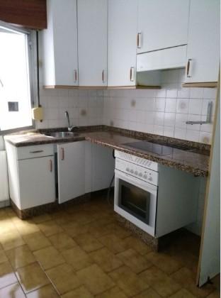 Piso en venta en Las Campas Y San Claudio, Oviedo, Asturias, Calle Maximiliano, 76.000 €, 3 habitaciones, 1 baño, 80 m2