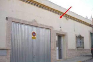 Casa en venta en Chiclana de la Frontera, Cádiz, Calle Jacinto Benavente-, 84.000 €, 2 habitaciones, 2 baños, 147 m2