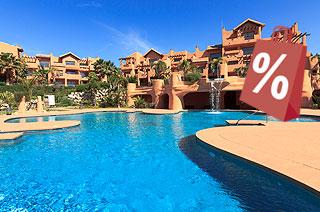 Piso en venta en Estepona, Málaga, Urbanización Sotoserena, 224.000 €, 2 habitaciones, 2 baños, 147 m2