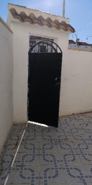 Piso en venta en Torrevieja, Alicante, Calle Curro Romero, 50.000 €, 2 habitaciones, 1 baño, 46 m2