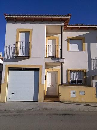Casa en venta en Horcajo de Santiago, Cuenca, Calle Juan Miró, 47.850 €, 4 habitaciones, 2 baños, 145 m2