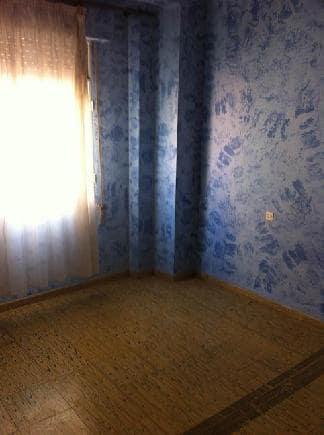 Piso en venta en Piso en Castellón de la Plana/castelló de la Plana, Castellón, 30.000 €, 3 habitaciones, 1 baño, 158 m2