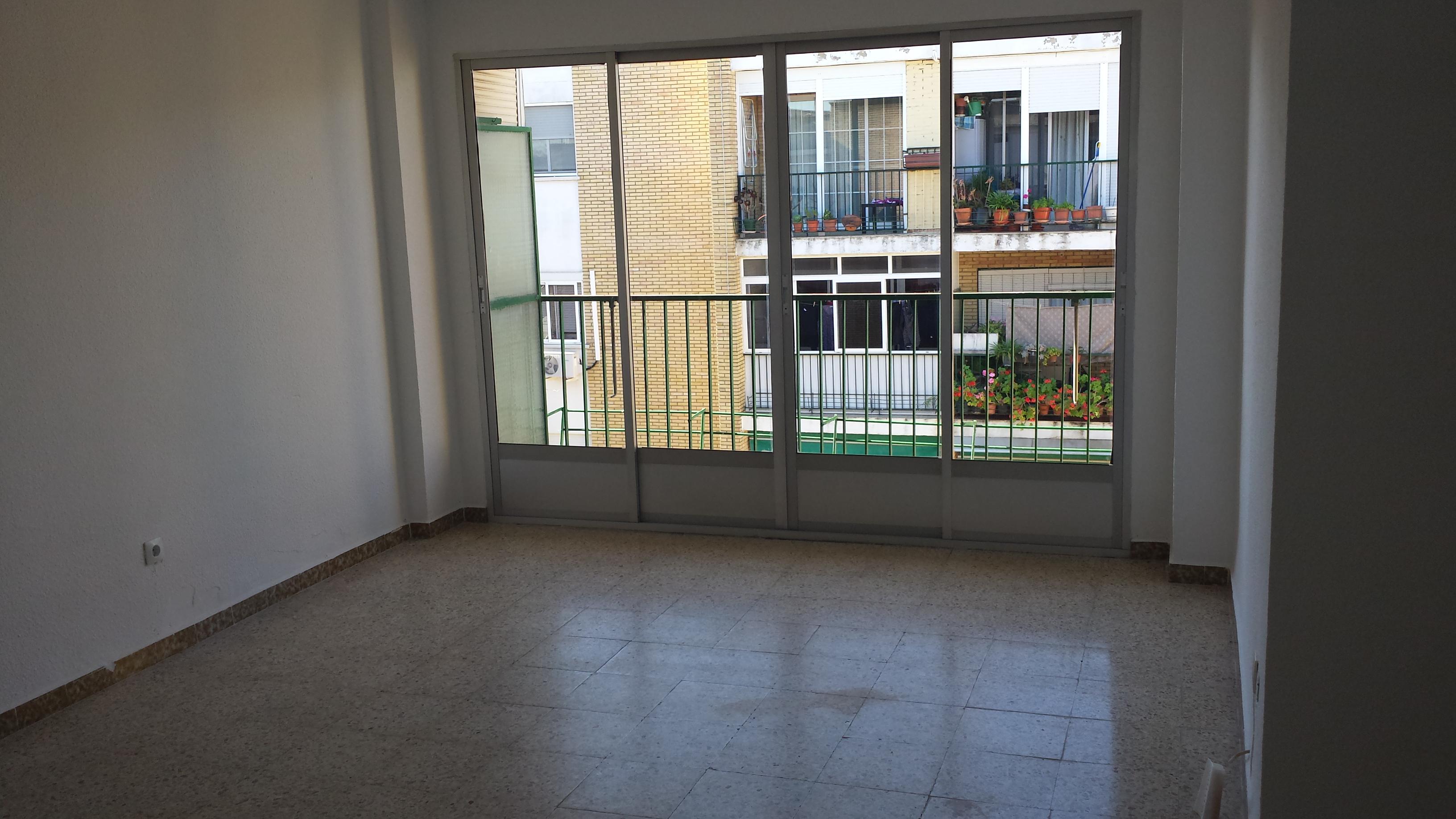 Piso en venta en Mérida, Mérida, Badajoz, Calle Manuel Sanabria, 58.000 €, 3 habitaciones, 1 baño, 96 m2