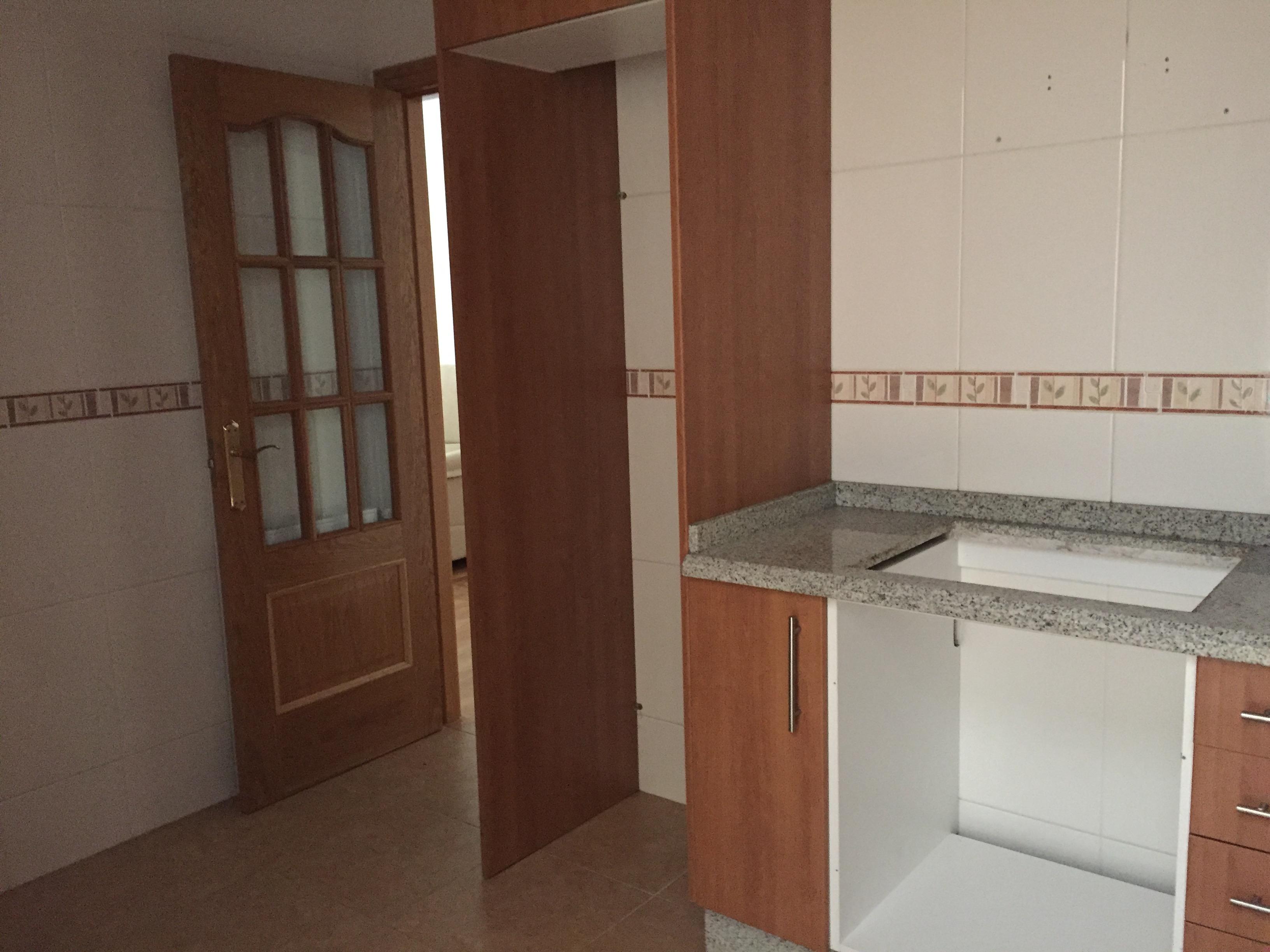 Piso en venta en Sada, A Coruña, Avenida Párroco Villanueva, 94.000 €, 2 habitaciones, 2 baños, 62 m2