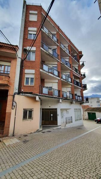 Piso en venta en Íscar, Valladolid, Calle Olma, 42.000 €, 3 habitaciones, 1 baño, 115 m2
