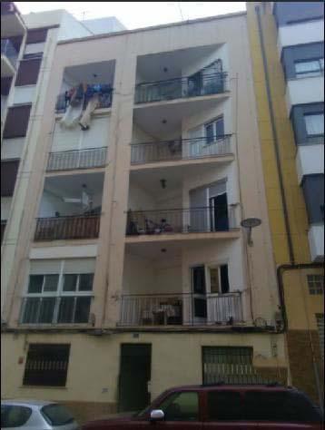 Piso en venta en Piso en Castellón de la Plana/castelló de la Plana, Castellón, 35.400 €, 3 habitaciones, 1 baño, 69 m2