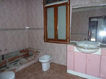 Casa en venta en Sant Hipòlit de Voltregà, Barcelona, Calle Llevant, 142.314 €, 4 habitaciones, 1 baño, 196 m2