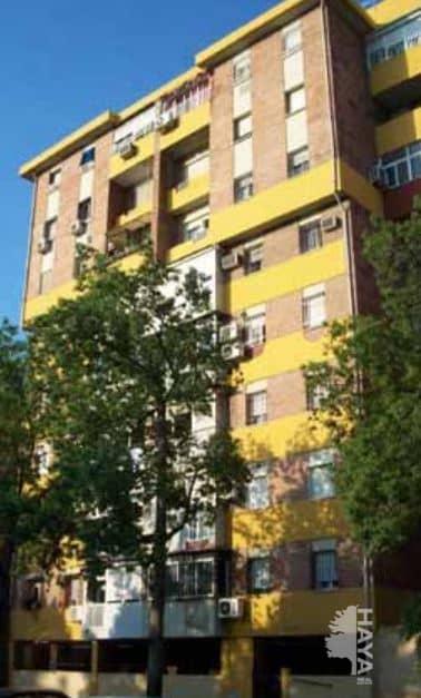 Piso en venta en Distrito Sur, Sevilla, Sevilla, Calle Manuel Fal Conde, 32.000 €, 3 habitaciones, 1 baño, 90 m2