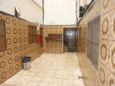 Piso en venta en Badalona, Barcelona, Calle Floridablanca, 66.477 €, 3 habitaciones, 1 baño, 152 m2