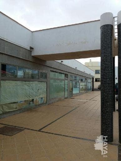 Local en venta en La Oliva, Las Palmas, Avenida Hermanas del Castillo, 59.000 €, 50 m2