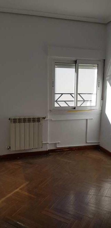 Piso en venta en Pajarillos, Valladolid, Valladolid, Calle Gallo, 73.000 €, 3 habitaciones, 1 baño, 93 m2