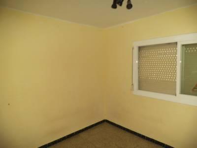 Piso en venta en Antic Poble de Sant Pere, Terrassa, Barcelona, Calle Guadiana, 72.824 €, 4 habitaciones, 1 baño, 82 m2