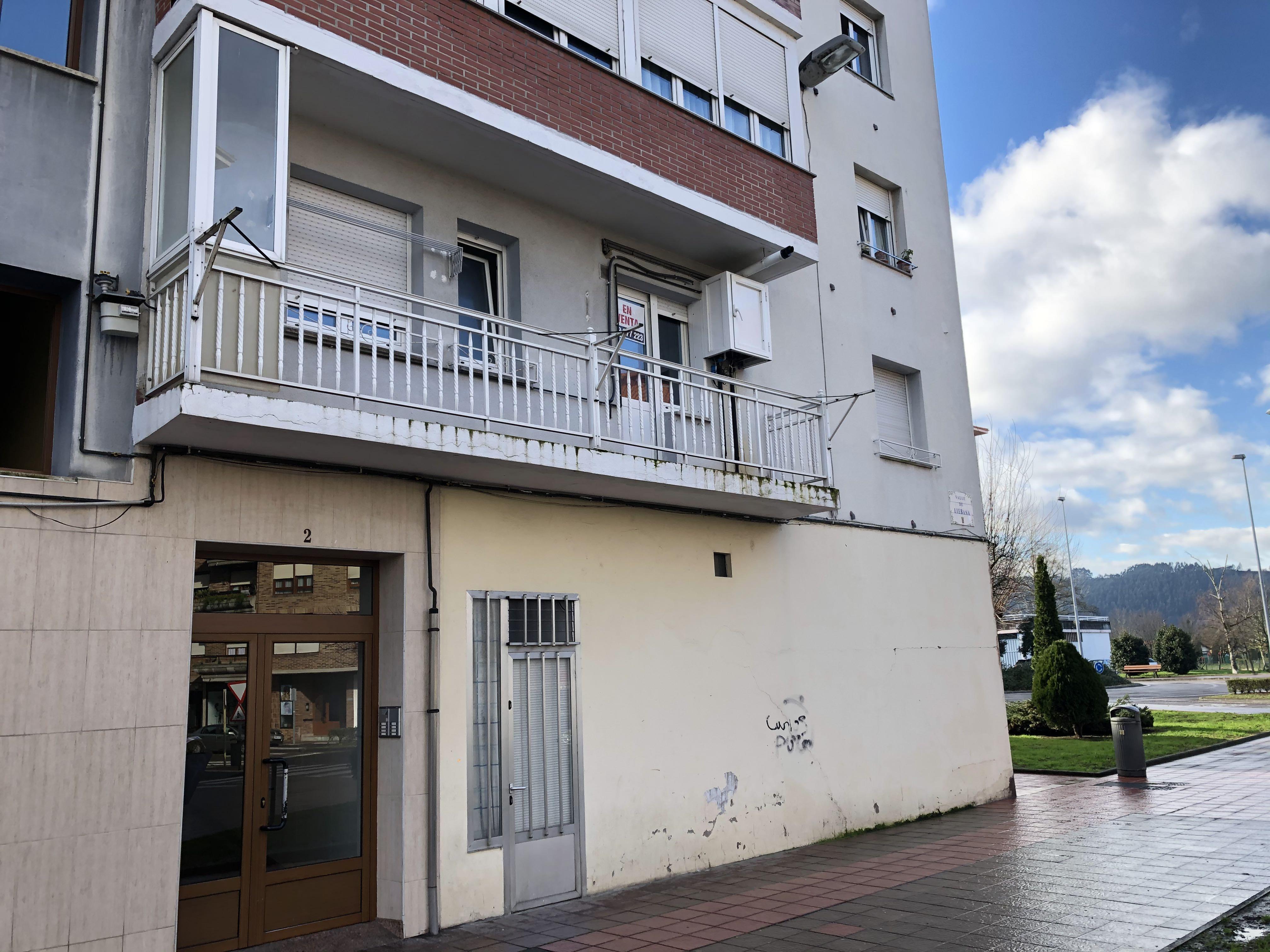 Piso en venta en El Zapatón, Torrelavega, Cantabria, Calle Valle Liebana, 59.900 €, 3 habitaciones, 1 baño, 74 m2
