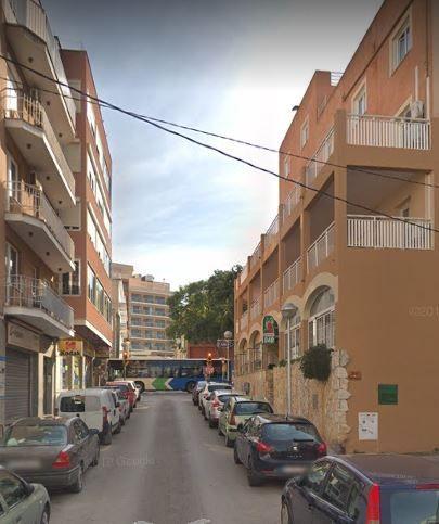 Piso en venta en Les Meravelles, Palma de Mallorca, Baleares, Calle Quarter, 110.000 €, 3 habitaciones, 1 baño, 112,86 m2