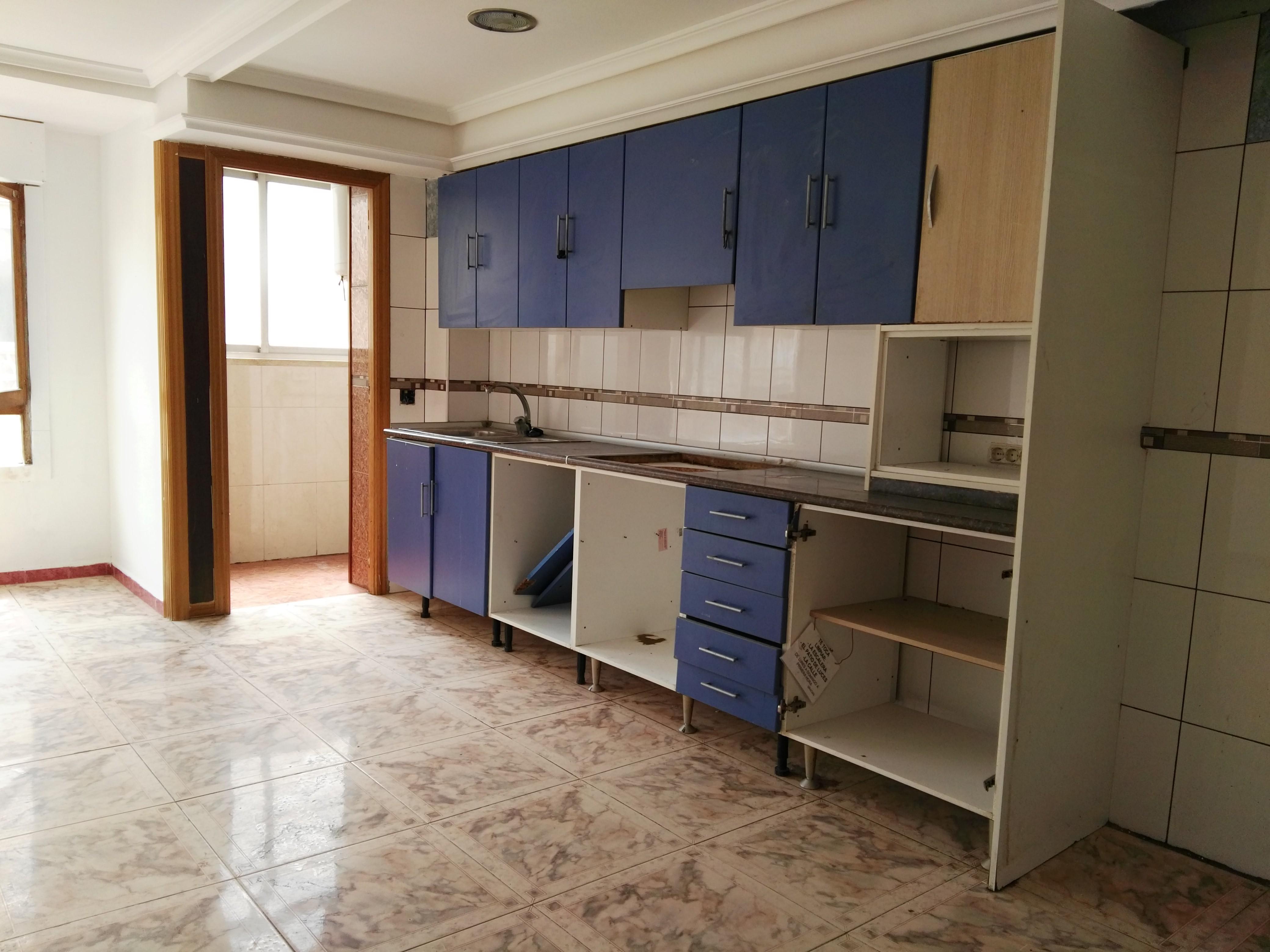 Piso en venta en Almazora/almassora, Castellón, Calle D.juan de Austria, 32.000 €, 3 habitaciones, 1 baño, 88 m2