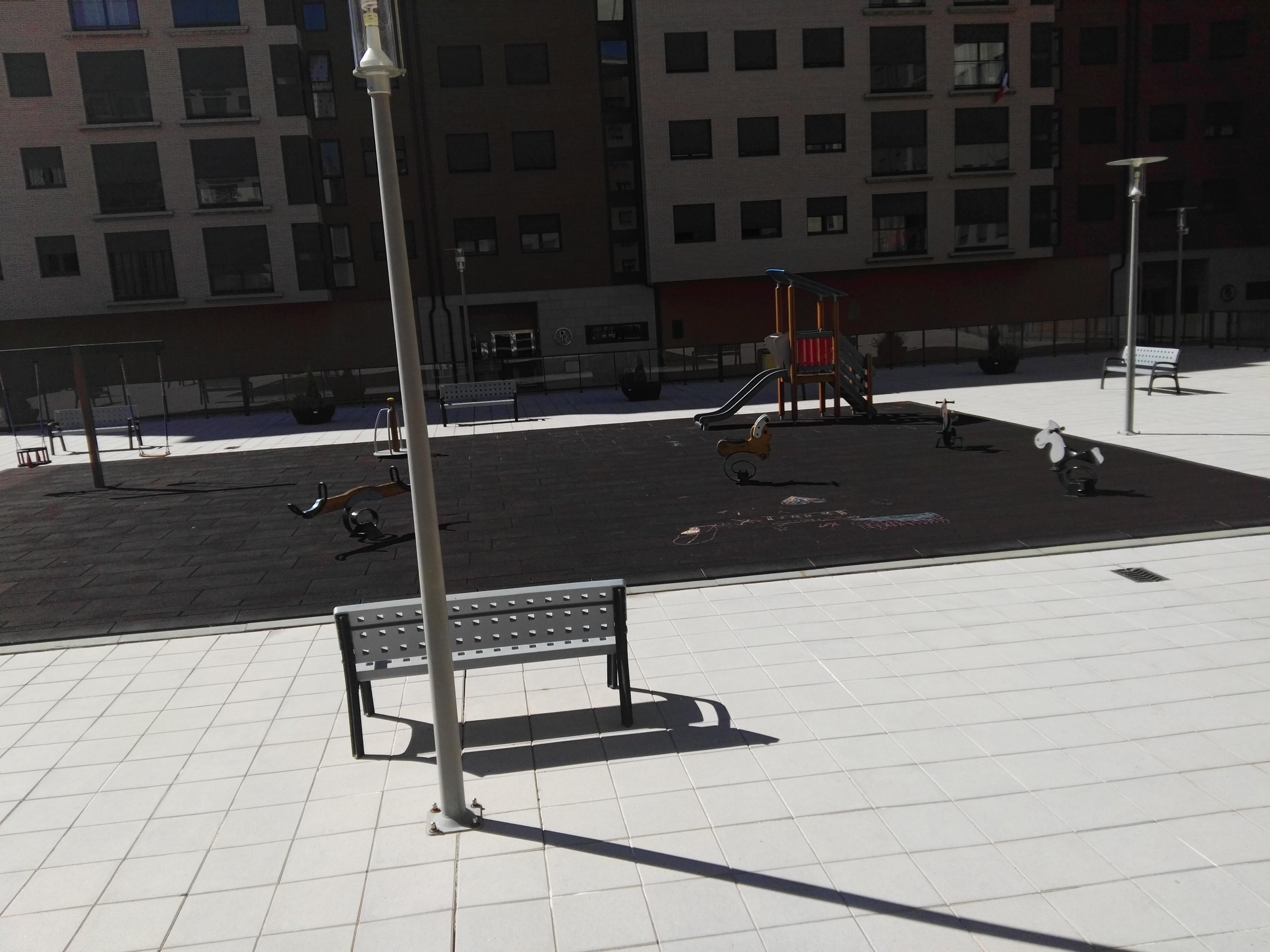 Piso en venta en Piso en Ponferrada, León, 98.000 €, 3 habitaciones, 2 baños, 119 m2