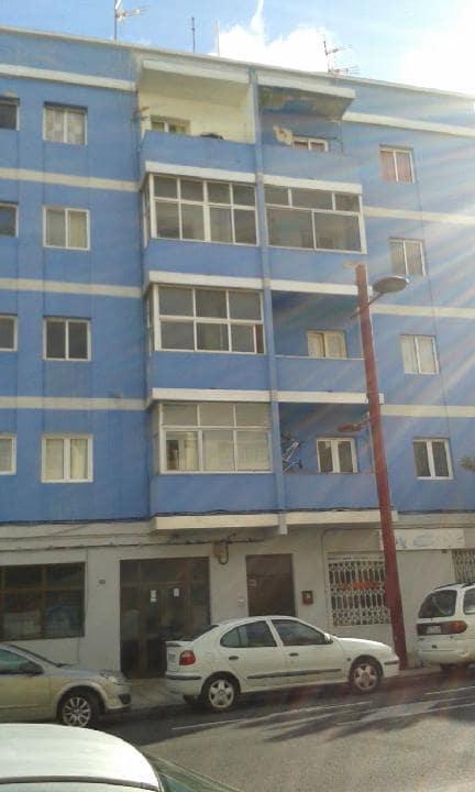 Piso en venta en Puerto del Rosario, Las Palmas, Calle Leon Y Castillo, 73.125 €, 3 habitaciones, 1 baño, 83 m2