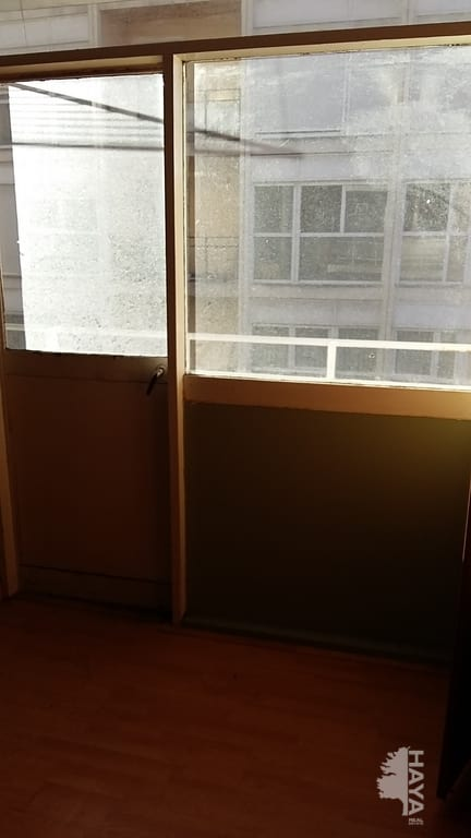Piso en venta en Torrelavega, Cantabria, Calle Bonifacio del Castillo, 70.000 €, 4 habitaciones, 1 baño, 128 m2