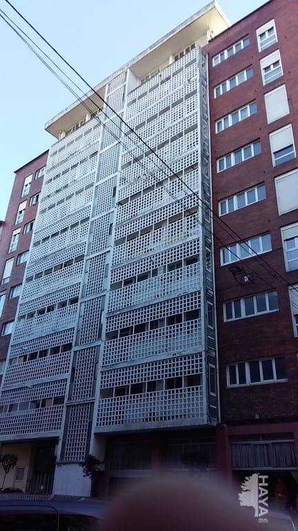 Piso en venta en La Inmobiliaria, Torrelavega, Cantabria, Calle Bonifacio del Castillo, 65.000 €, 4 habitaciones, 1 baño, 128 m2