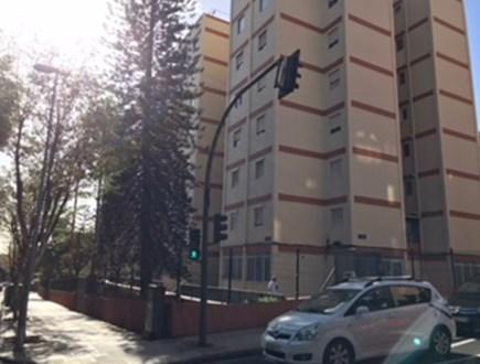 Piso en venta en Santa Cruz de Tenerife, Santa Cruz de Tenerife, Calle Benito Perez Armas, 88.000 €, 3 habitaciones, 1 baño, 83 m2