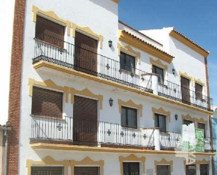 Piso en venta en Alameda, Málaga, Calle de los Claveles, 58.000 €, 3 habitaciones, 2 baños, 136 m2