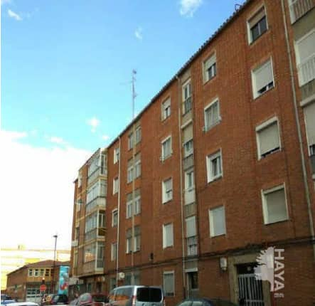 Piso en venta en Pajarillos, Valladolid, Valladolid, Calle Faisan, 57.000 €, 2 habitaciones, 1 baño, 75 m2