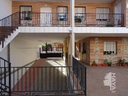 Piso en venta en Villaluenga de la Sagra, Toledo, Calle San Francisco, 112.000 €, 4 habitaciones, 1 baño, 115 m2