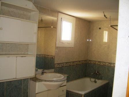 Piso en venta en Sant Antoni de Llefià, Badalona, Barcelona, Calle Pintor Rosales, 88.294 €, 3 habitaciones, 1 baño, 146 m2