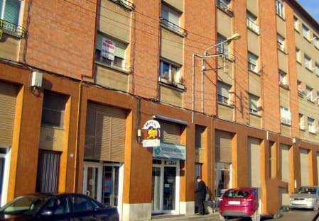 Piso en venta en Calaf, Barcelona, Calle Isidre Vilaró, 27.387 €, 2 habitaciones, 2 baños, 61 m2
