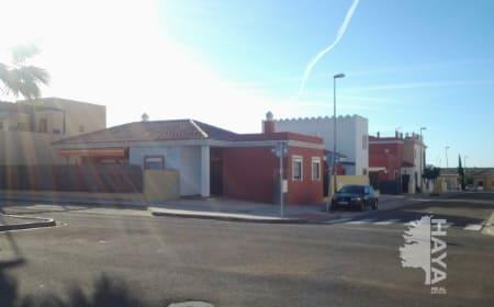 Casa en venta en Burguillos, Sevilla, Calle Carmen Laffon, 87.480 €, 3 habitaciones, 2 baños, 109 m2