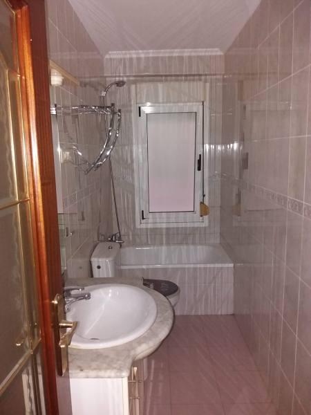Piso en venta en Torrelavega, Cantabria, Calle Valle de Ason, 79.000 €, 3 habitaciones, 1 baño, 76 m2